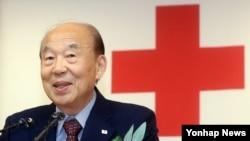 대한적십자사 박경서 신임 회장이 18일 한국 적삽자 본사에서 열린 취임식에서 인사말을 하고 있다.