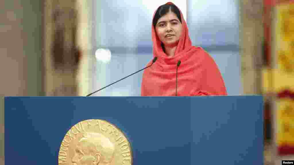 La lauréate du prix Nobel de la paix Malala Yousafzai prononce un discours lors de la cérémonie de remise du Prix Nobel de la Paix à l'Hôtel de Ville d'Oslo, le 10 décembre 2014.