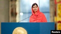 10일 노르웨이 오슬로에서 올해 노벨평화상 수상자로 선정된 말랄라 유사프자이 양이 수상 소감을 밝히고 있다.