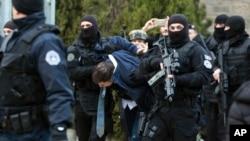 Kosovska policija hapsi Marka Đurića, 26. mart 2018.
