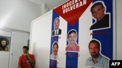 Доска с фотографиями членов «кубинской пятерки»