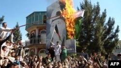 Demonstrasi anti Pakistan di Kandahar, Afghanistan setelah memanasnya sengketa perbatasan kedua negara, hari Selasa (7/5).
