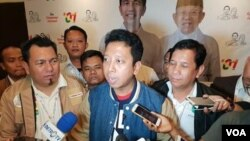 Anggota Dewan Penasihat Tim Kampanye Nasional Jokowi-Ma'ruf, Romahurmuziy (tengah). (Foto: VOA/Ahmad Bhagaskoro)
