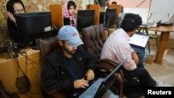 Warga Iran masih kehilangan koneksi internet akibat pemblokiran akses internet oleh pemerintah (foto: ilustrasi).