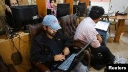 La conectividad a internet subió hasta un 15% en Irán, luego de un bloqueo masivo del gobierno, atribuido a mantener un velo sobre las protestas que estallaron hace más de una semana en Teherán, la capital.