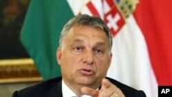 Le Premier ministre hongrois Viktor Orban à l'ambassade de Hongrie à Vienne, Autriche, le 25 septembre 2015.