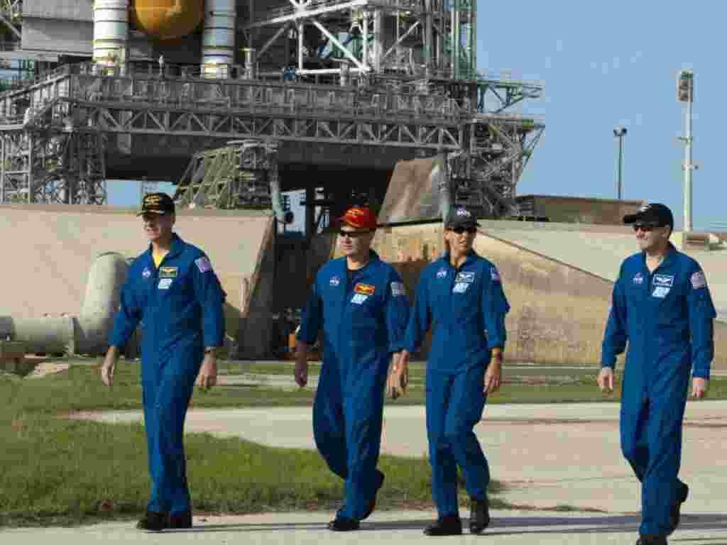 El transbordador espacial Atlantis, OV-104, se prepara para su lanzamiento desde el Centro Kennedy de la NASA en Florida.