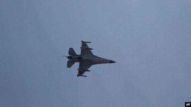 Izraelski mlazni avion F-16 u blizini grada Ašdoda
