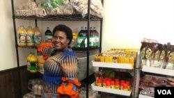 Muridzi weTisu Zim Goodies Grocery Store yakavhurwa kuAlexandria kuVirginia muAmerica, Amai Rowesayi Nyadzayo vari muchitoro chavo.