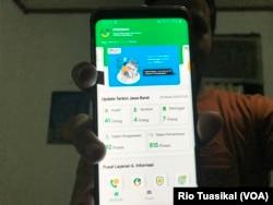 Aplikasi PIKOBAR dapat diunduh lewat Play Store. (Photo: VOA/Rio Tuasikal)