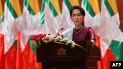 缅甸国务资政昂山素季9月19日在缅甸首都内比都的国际会议中心通过电视转播发表向全国讲话。