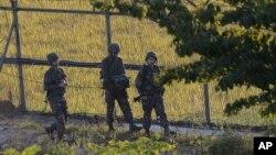 10月7日,南韓軍人在南北韓邊界城市坡州市站崗。