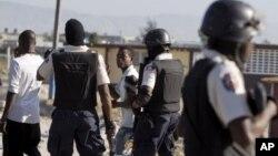 Kèk manm Polis Nasyonal d Ayiti a (PNH)
