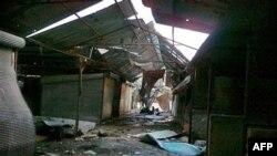Một khu chợ trong vùng phụ cận thành phố Homs bị tàn phá vì đạn pháo của lực lượng chính phủ Syria