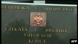 Korçë, një vit burg për Dishon, u gjet fajtor për dhunimin e varreve