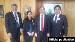 အေမရိကန္ျပည္ေထာင္စု အေရွ႕အာရွပစိဖိတ္ေရးရာ ဒုလက္ေထာက္ႏိုင္ငံျခားေရး၀န္ႀကီး Scott Marciel နဲ႔ ကခ်င္ မဟာမိတ္အဖဲြ႕ကိုယ္စားလွယ္ေတြ ေတြ႔ဆံု။ (သတင္းဓာတ္ပံု-Kachin Alliance)