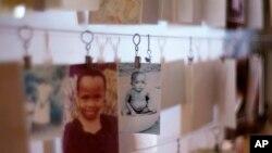 Hình ảnh của nạn nhân trẻ em được trưng bày tại Trung tâm Tưởng niệm Kigali với thông tin về nạn diệt chủng năm 1994 ở Rwanda.
