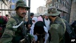 پاکستاني امنیتي چارواکي وایي د برید اکثره قربانیان محصلین او استادان دي