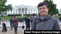 Solih Yahyoyev Vashingtonda Oq uy oldida, may, 2016
