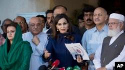 اسلام آباد میں آل پارٹیز کانفرنس کے بعد اپوزیشن رہنما میڈیا سے بات کر رہے ہیں۔ فائل فوٹو