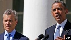 Prezident Barak Obama va uning byudjet masalalari bo'yicha maslahatchisi Jefri Zints Oq uyda yangi byudjet haqida ma'lumot bermoqda, 10-aprel, 2013-yil