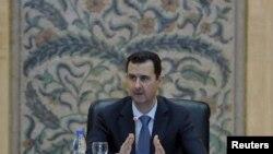 بشار اسد،رئیس جمهوری سوریه ، در حال سخنرانی خطاب به کابینه اش:«سوریه در حال جنگ است