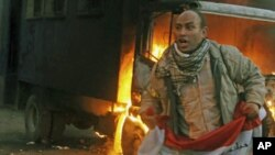 یکتن از مظاهره کنندگان در چهارراه تحریر مصر