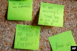 People have left goodbye notes at the Newseum, Friday, Dec. 20, 2019, in Washington. (AP Photo/Jacquelyn Martin)