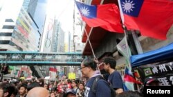 Taiwan flags are seen near protesters attending a demonstration to demand the resignation of Hong Kong leader Carrie Lam and the withdrawal of the extradition bill, in Hong Kong, China June 16, 2019. (REUTERS/James Pomfret)