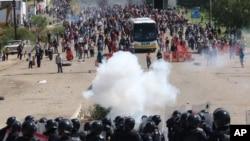 El enfrentamiento entre la policíqa y los manifestantes en el pueblo de Nochixtlán, México dejó un saldo de ocho muertos y más de 100 heridos.