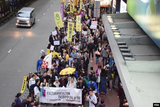 民陣估計約1,000人參與遊行(美國之音湯惠芸拍攝)
