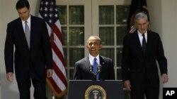 21일 백악관에서 바락 오바마 미국 대통령(가운데)이 제임스 코미(왼쪽) 전 법무부 부장관을 새 FBI 국장 지명자로 발표했다. 오른쪽은 로버트 뮐러 현 국장