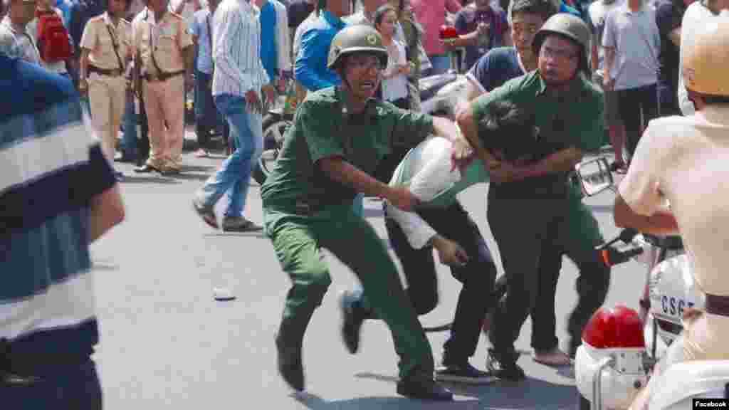 """Việt Nam bác bỏ tuyên bố của LHQ về vụ cá chết Đại sứ Nguyễn Trung Thành, Đạidiện thường trực của Việt Nam tại tổ chức đa phương lớn nhất thế giới, nóihôm Chủ Nhật rằngtuyên bố của ôngRupert Colville, người phát ngôn của Cao ủy Nhân quyền Liên Hiệp Quốc, cáo buộc Việt Nam có hành độngbạo lực đối với những người biểu tình Việt Nam là """"không chính xác, thiếu khách quan và chưa được xác minh""""."""