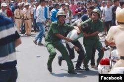 Người biểu tình vì môi trường bị vây bắt, một số người bị đánh đập.