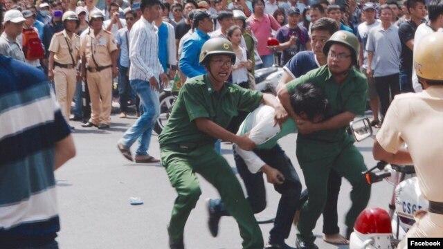 Hình ảnh ghi lại được trong cuộc tuần hành vì môi trường ở Sài Gòn hôm 8/5.