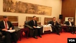 台湾行政院举行记者会通报情况 (美国之音许波 拍摄)