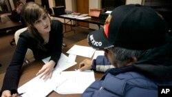 De ser aprobada la propuesta legislativa los indocumentados en Nueva York que cumplan ciertos criterior podrán ejercer su profesión y contribuir más con su comunidad. También se les permitiría ser miembro del jurado durante juicios.