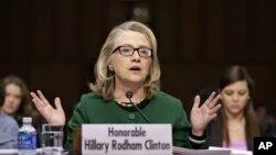 23일 미국 상원 청문회에서 증언하는 힐러리 클린턴 국무장관.