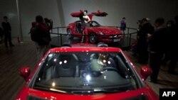 Izložba uvoznih automobila u Pekingu, novembar 2011.