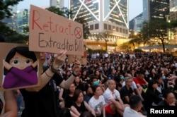 14일 홍콩에서 당국의 '범죄인인도조례' 개정 강행 방침에 반대하는 시위가 계속됐다.