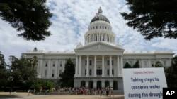 Gedung Capitol di Sacramento, California, tempat terjadinya bentrokan berdarah antar para demonstran Minggu 26/6 (foto: ilustrasi).
