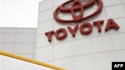 Toyota bị hạ điểm tín dụng