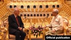 Goh Chok Tong နဲ႔ သမၼတ ဦးထင္ေက်ာ္ တို႔ေတြ႕ဆံုစဥ္ (ဓါတ္ပံု- Myanmar President Office)