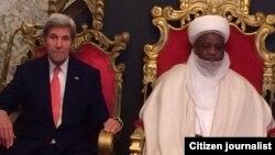 Sakataren Harkokin Wajen Amurka John Kerry da Mai Martaba Sarkin Musulmi Mohammad Sa'ad Abubaka III lokacin da ya kai ziyarasa ta ukku Najeriya