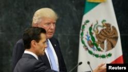 Tổng thống Hoa Kỳ Donald Trump và Tổng thống Mexico Enrique Pena Nieto.