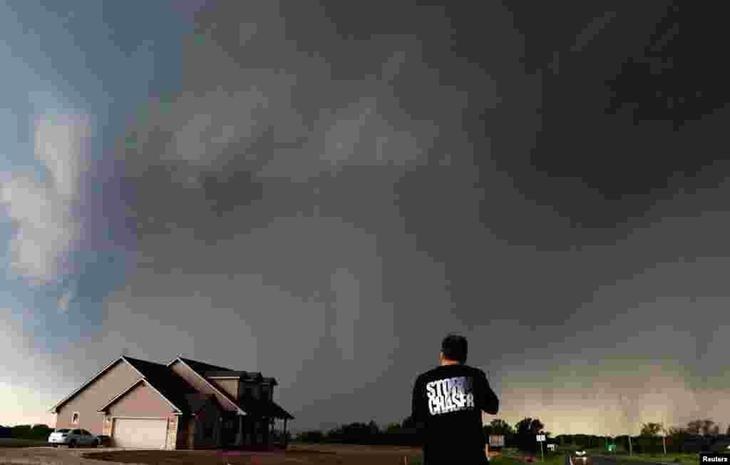Storm chaser Brad Mack records the tornado in Oklahoma.
