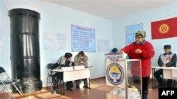 Qirg'izistonda prezident saylovlari, Qizil Birlik qishlog'i, poytaxt Bishkekdan 25 kilometr narida. 30-oktabr, 2011-yil