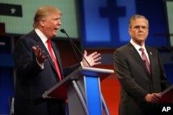 지난 2015년 8월 미국 클리블랜드에서 열린 공화당 대선 경선토론회에서 도널드 트럼프 후보(왼쪽)가 발언하고 있다.