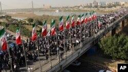 Foto de la agencia iraní Mehr News muestra a manifestantes de una marcha pro-gobierno en Ahvaz, en el suroccidente de Irán. Enero 3, 2017.