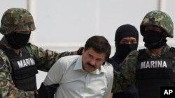 El Chapo estuvo prófugo durante 13 años, desde que se fugó del penal de Puente Grande, Jalisco, el 19 de enero de 2001.